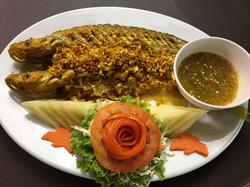 07 ปลาเนื้ออ่อนทอดกระเทียม