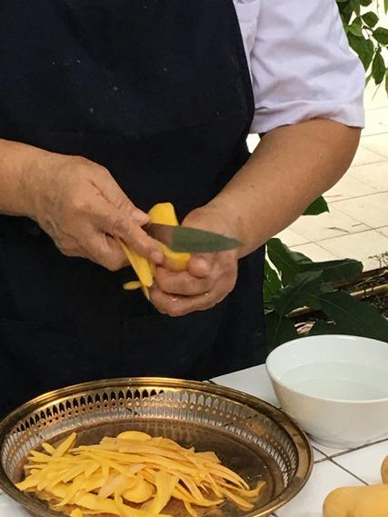 วิธีการปอกมะม่วงริ้ว