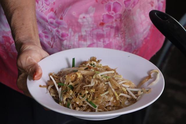12 ผัดไทย