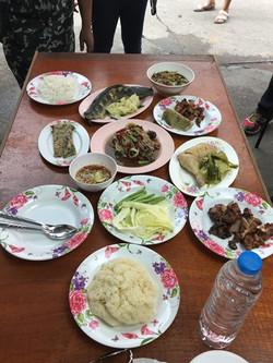 17 อาหารเต็มโต๊ะ