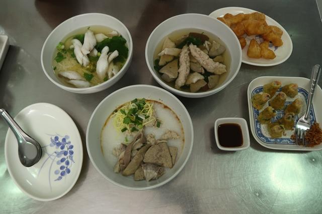 06 อาหารเต็มโต๊ะ