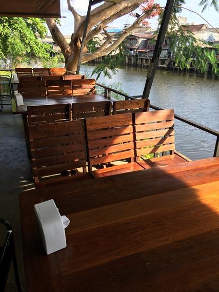 ที่นั่งริมแม่น้ำจันทบุรี