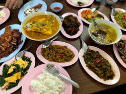 21 อาหารเต็มโต๊ะ