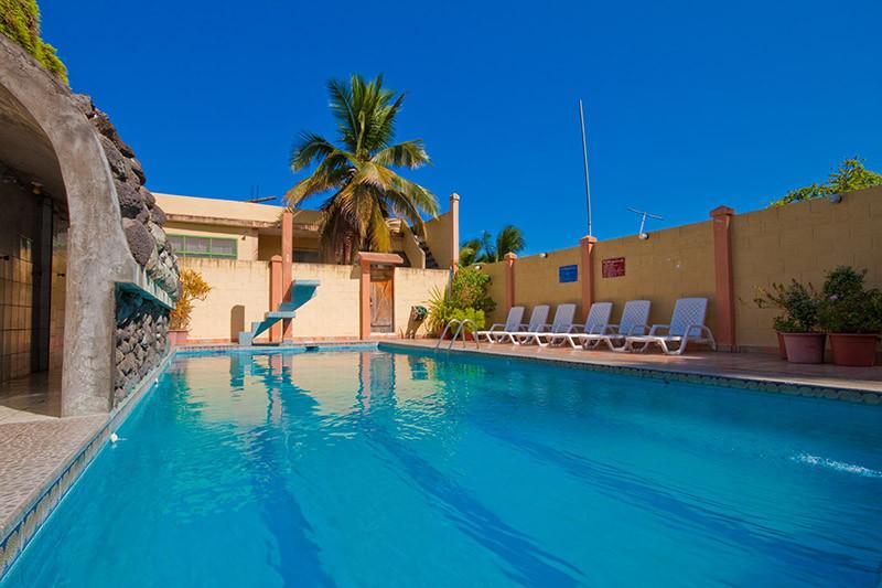 hotel palmeras piscina.jpg