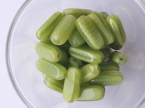 13 cylindres applatis en verre vert clair