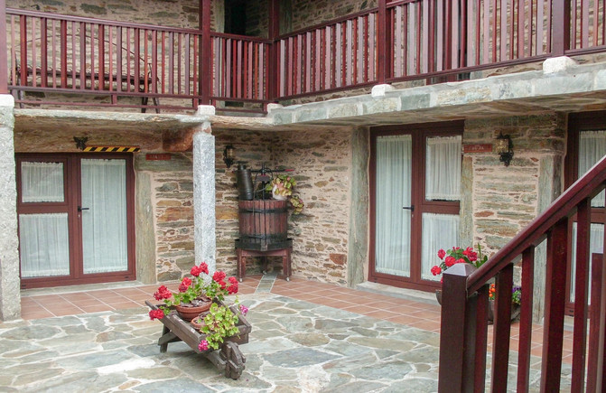 Alojate con nosotros en O Forno do Curro, casa gallega con siglos de historia.