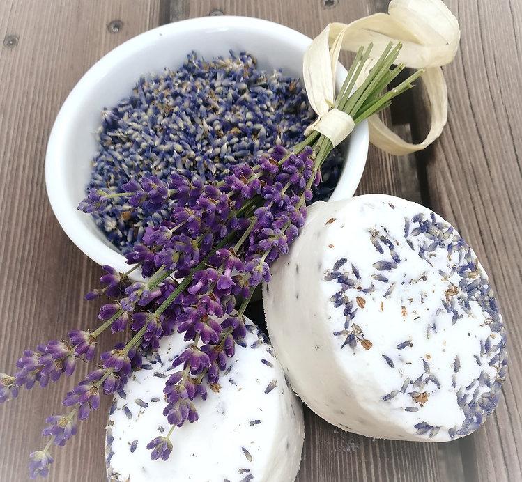 Festes Shampoo aus natürlichen Zusatzstoffen