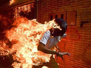 Registro de corpo em chamas de um manifestante venezuelano ganha o World Press Photo 2018