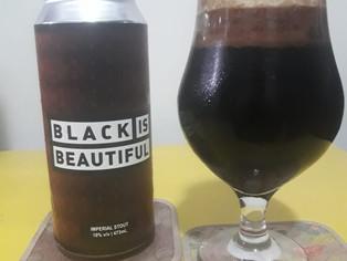 Uma resenha de um rótulo do projeto Black is Beautiful
