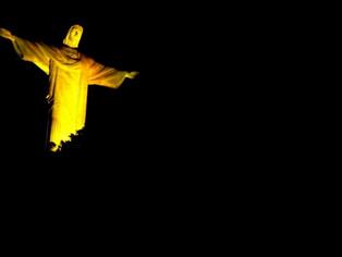 Cristo Redentor se ilumina de amarelo pelo Dia Mundial de Prevenção ao Suicídio