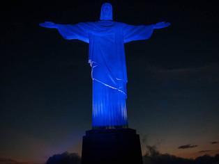 Cristo se ilumina de azul contra o tráfico de pessoas que faz mais de dois milhões de vítimas a cada