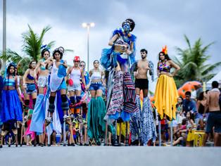 Pernaltas e a arte de brincar o carnaval nas alturas