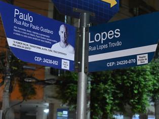 Instaladas as placas rua Ator Paulo Gustavo