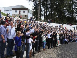 Festa do espumante brasileiro promove sabrage coletivo