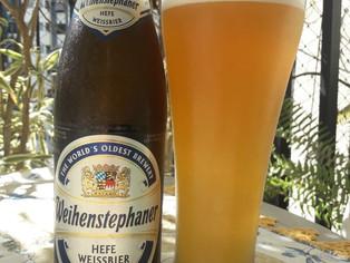 Uma resenha de dois rótulos clássicos de cerveja de trigo alemã