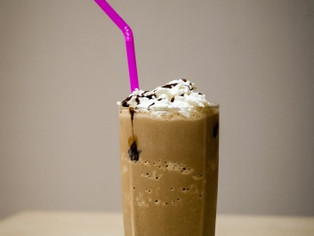 Uma receita de milk-shake de cerveja para comemorar o Dia do Sorvete