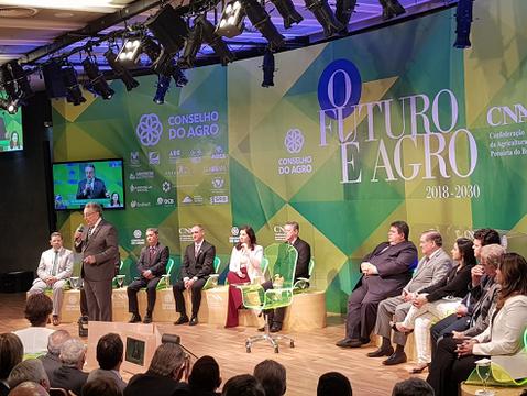 CNA entrega proposta para futuro do Agro aos presidenciáveis durante encontro em Brasília