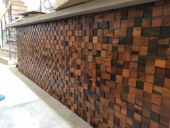 Mẫu gỗ ốp tường mosaic 3D đẹp cho quầy bar nhà hàng, khách sạn, quán cà phê