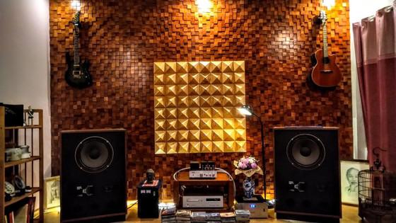 Gỗ ốp tường đẹp tán âm tốt cho phòng nghe nhạc, karaoke gia đình