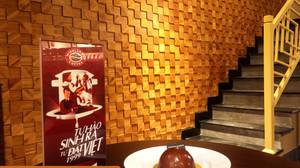 Gạch mosaic 3D vật liệu tre ghép thanh trang trí quán cà phê. Công trình: Highlands Coffee - Mễ Trì