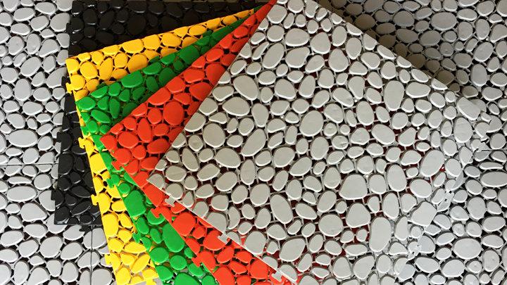 Stone - Vỉ sàn nhựa ban công hình viên sỏi (30x30x1cm) - Màu Đen / Black