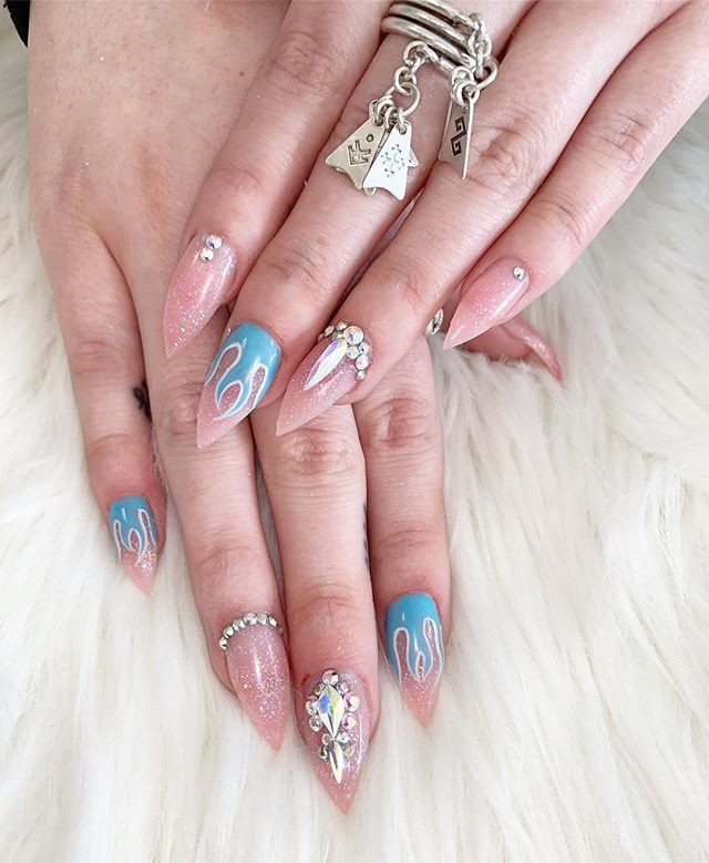 These nails are on fire 🔥 _#nailsofinst