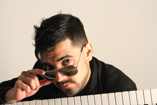 Pianist Jose Roman plays out loud on Sahandra Sundstrom's 'Thinkin' Out Loud'