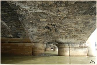 dessous le Pont de la Concorde, Paris