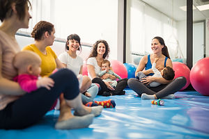 Mothers-and-babies-on-exercise-class-wit