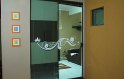adesivos-decorativos-para-portas-de-vidr