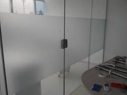 adesivo-jateado-liso-p-box-vidro-janela-