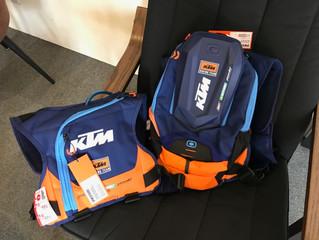 KTM×OGIOコラボアイテムのハイドレーションバッグ