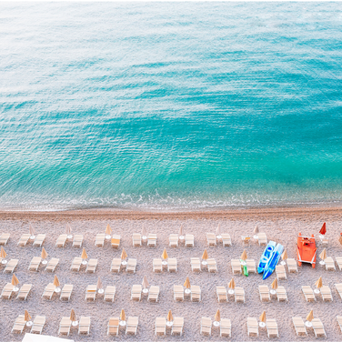 #28 beach with lounges and kayaks.png