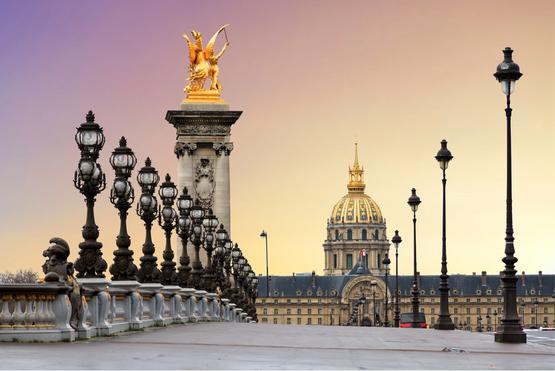 Beautiful sunrise at the Pont Alexandre