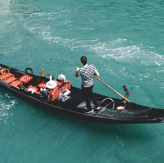 boat-daylight-gondola-1488017.jpg