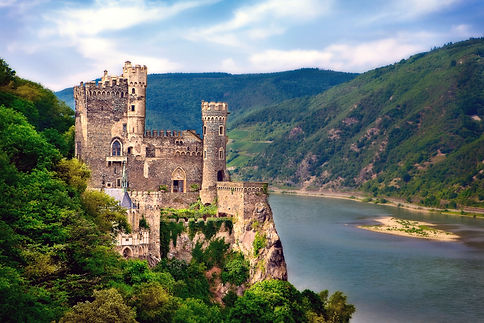 DE_Rhineland_Rheinstein Castle_Rhine riv