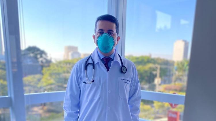 Médico cardiologista Dr. Israel