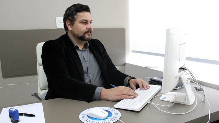 Médico cardiologista Dr. Élcio