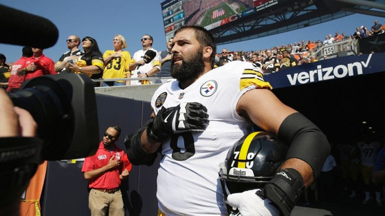 Alejandro Villanueva, only Steelers player to stand for national anthem.