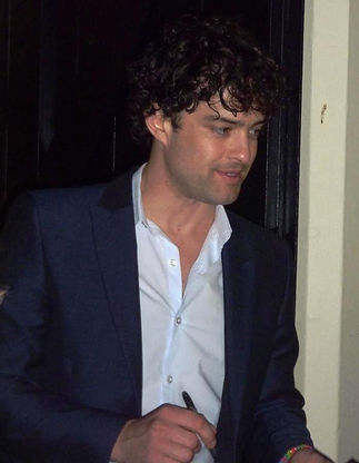 Lee Mead Barnstaple concert queen's theatre stagedoor