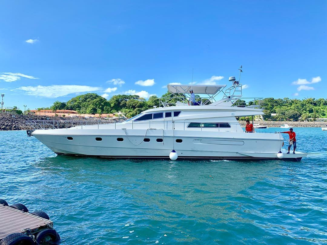 65ft ferreti boat rental in panama