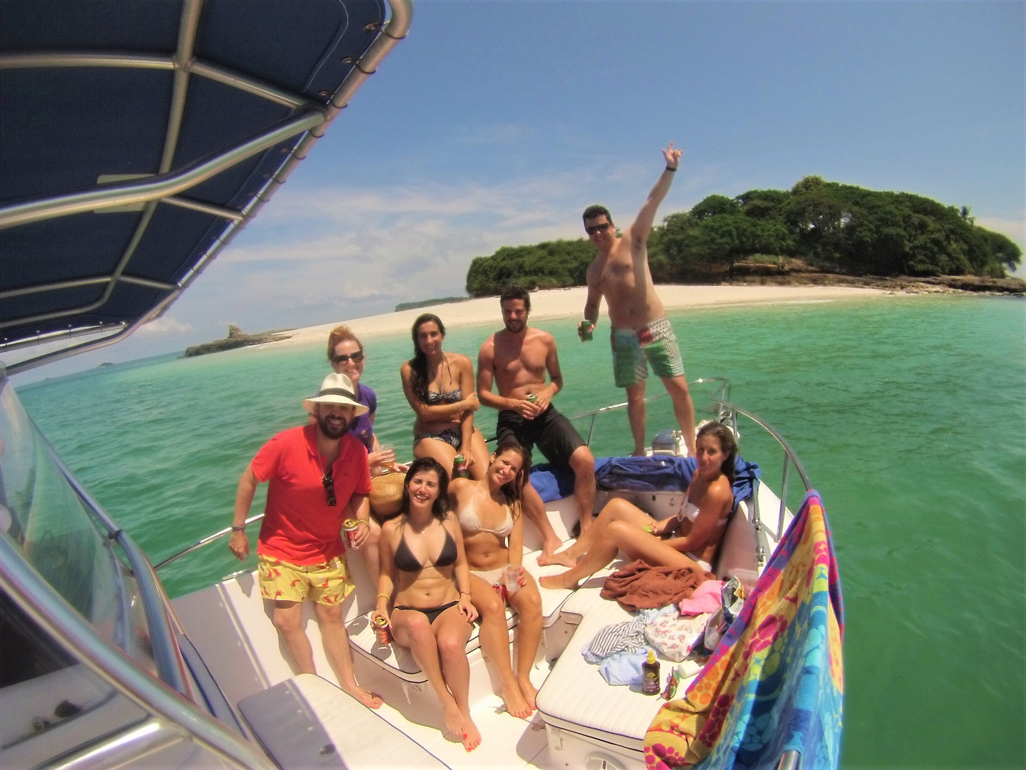group on 27ft proline in pearl islands panama