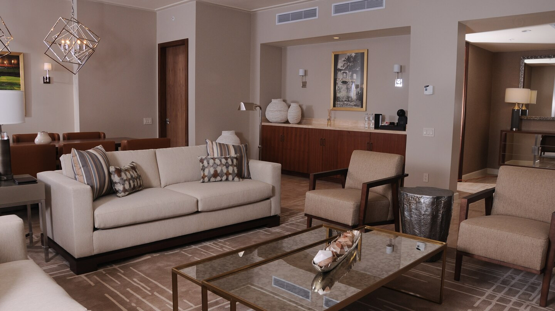 ptylc-suite-livingroom-4681-hor-wide.jpg