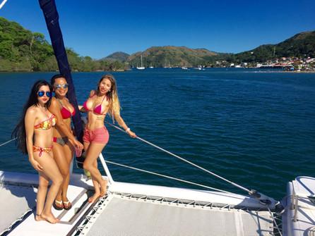 proa de 57ft fountaine pajot alquiler de catamarán en panamá