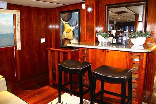 bar in 78ft rowley marine yacht charter in panama