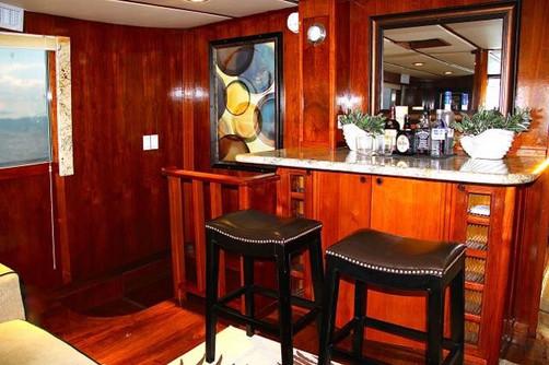 bar in 78ft rowley marine yacht charter in panama