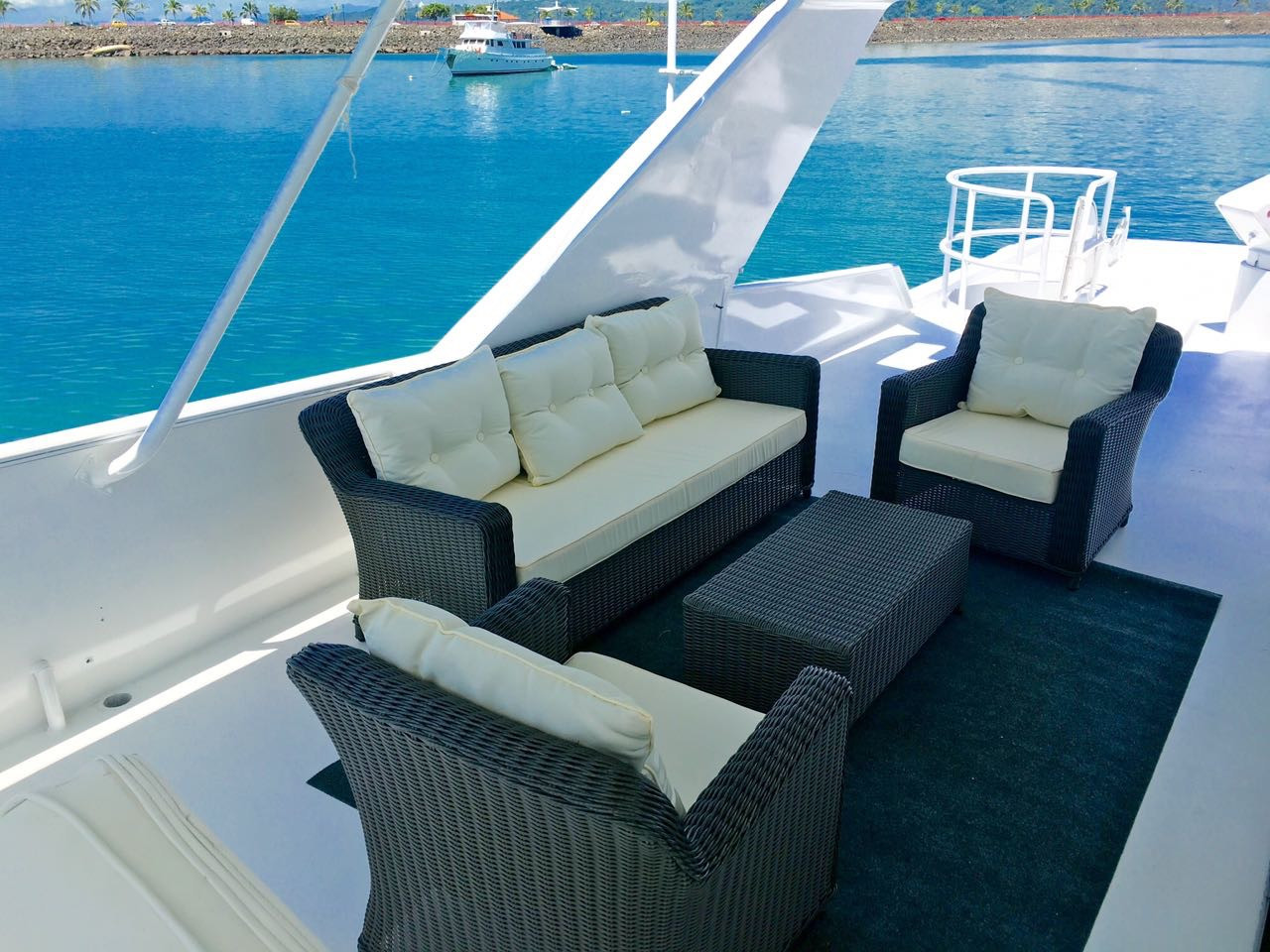 upper deck 105ft broward yacht for charter in panama