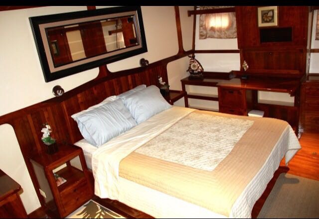 bedroom in 78ft rowley marine yacht charter in panama