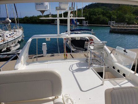 upper deck of 48ft azimut boat rental in panama