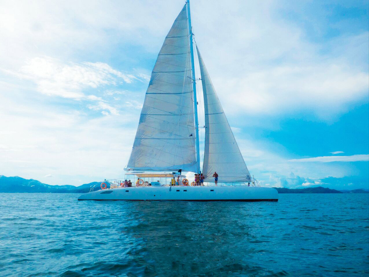 manga catamaran